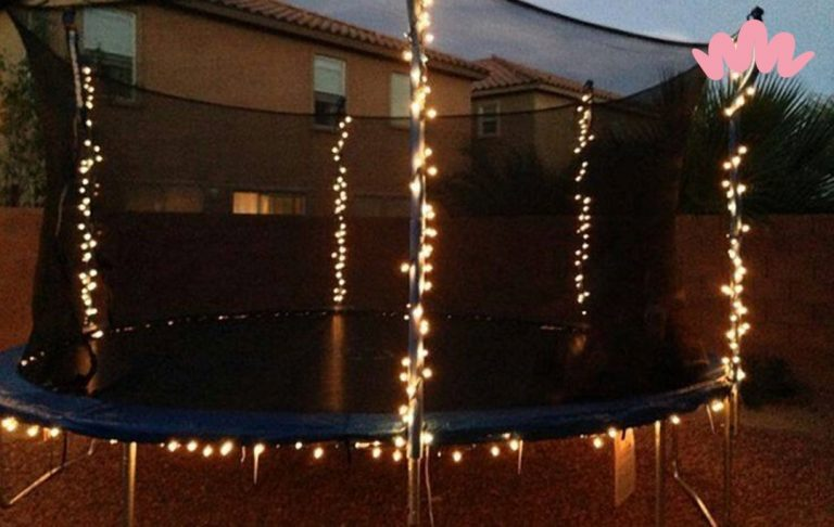 Kerstverlichting in de trampoline